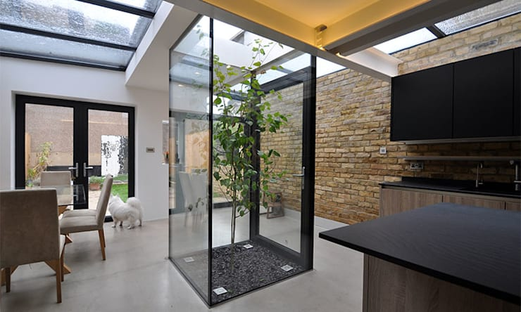 The Courtyard House : modern Dining room by Space Group Architects