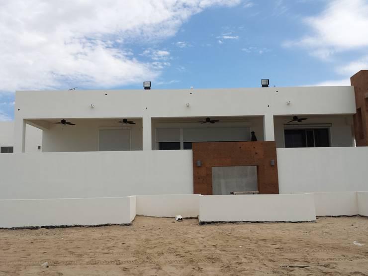 PERSIANA EUROPEA ALUMINIO (para exteriores): Casas de estilo  por GAVIOTA MEXICO