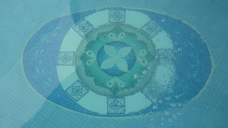 Бассейн в . Автор – Mosa Y Quito,