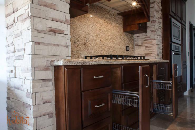 Especieros extraíbles : Cocinas de estilo  por H-abitat Diseño & Interiores