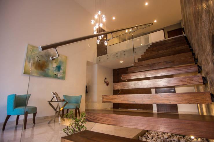 Detalle escalera: Pasillos y recibidores de estilo  por AParquitectos