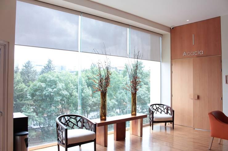 Diseño fachada integral: Hoteles de estilo  por Fensteq