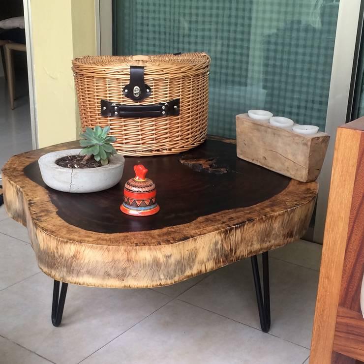 Mesa de tronco de parota: Hogar de estilo  por MADERA