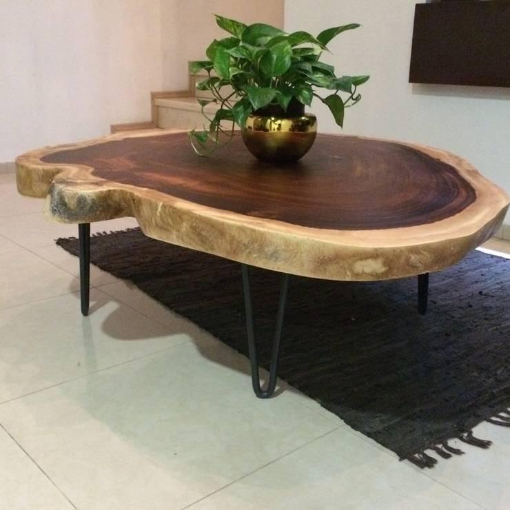 Mesa de centro de parota: Hogar de estilo  por MADERA