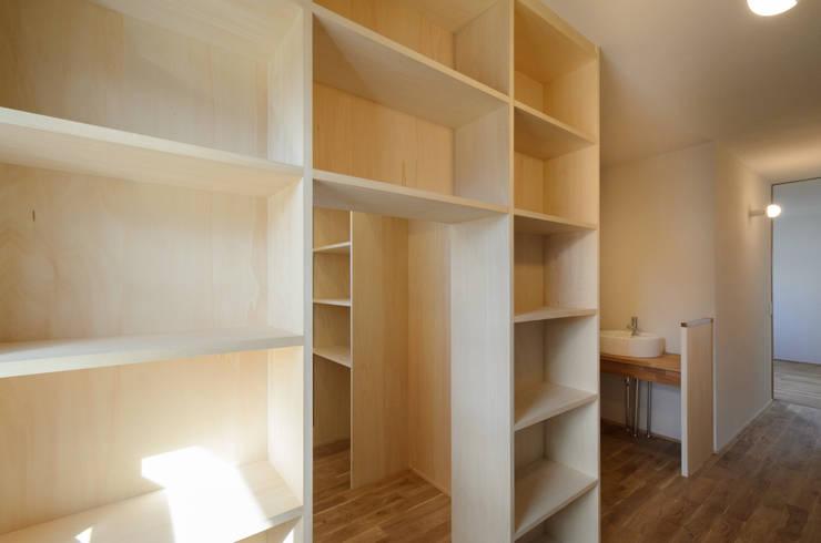 読書コーナー: バウムスタイルアーキテクト一級建築士事務所が手掛けた和室です。