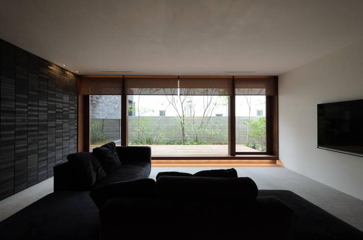 Salas de estar  por バウムスタイルアーキテクト一級建築士事務所
