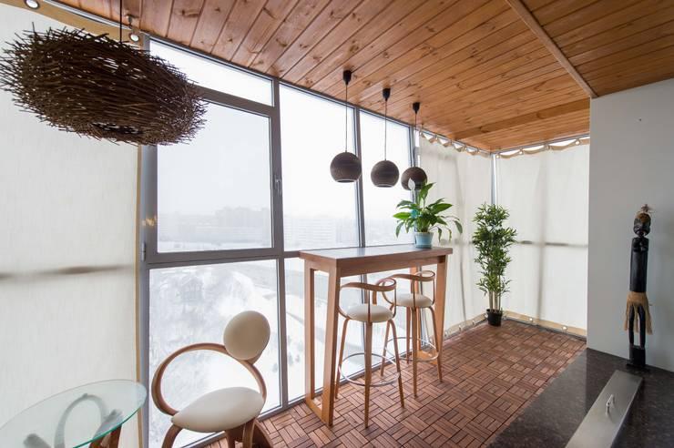 Terrazas de estilo  por Студия дизайна интерьера 'Золотое сечение'