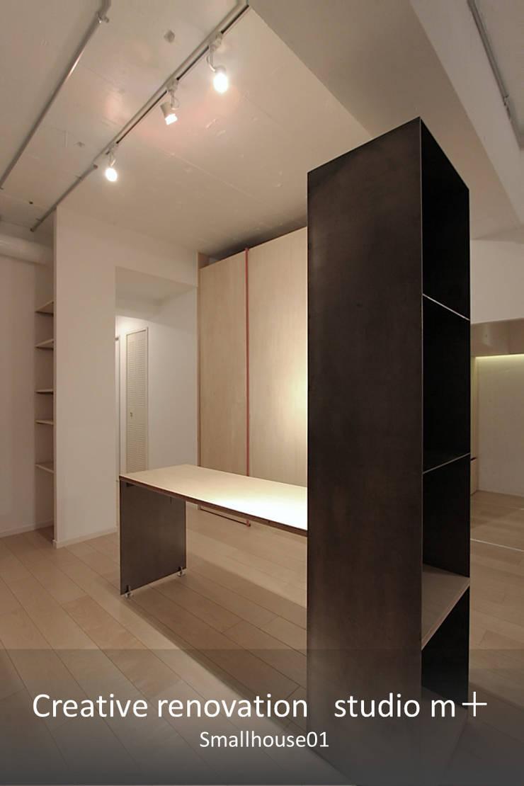 スチールBOX: studio m+ by masato fujiiが手掛けたダイニングです。