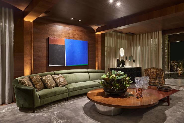 غرفة المعيشة تنفيذ Gislene Lopes Arquitetura e Design de Interiores