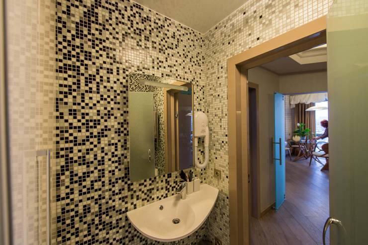 حمام تنفيذ Студия дизайна интерьера 'Золотое сечение'