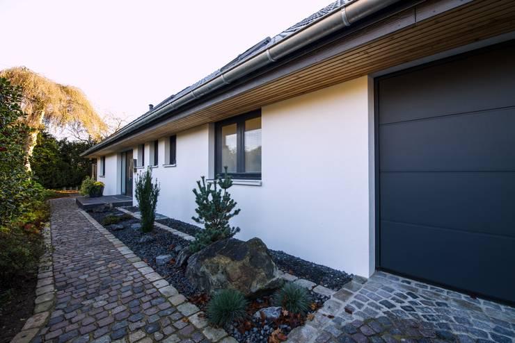 Casas de estilo  de GRID architektur + design