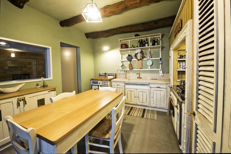 Cocinas de estilo  por Studio Tecnico Magenis Professionisti Associati