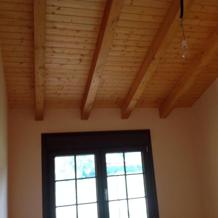 Casa una Planta (Asturias): Salones de estilo  de MODULAR HOME