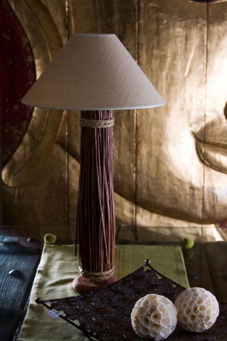 Lámpara para mesita : Comedor de estilo  de Conely