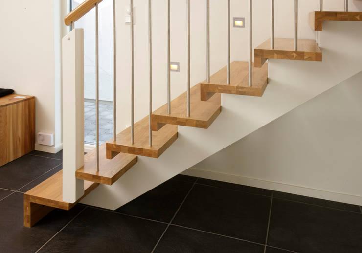 Prestige Ahşap Merdiven Dekorasyon San.Tic.LTD.ŞTİ – Modern Merdiven Tasarımı: modern tarz , Modern Ahşap Ahşap rengi