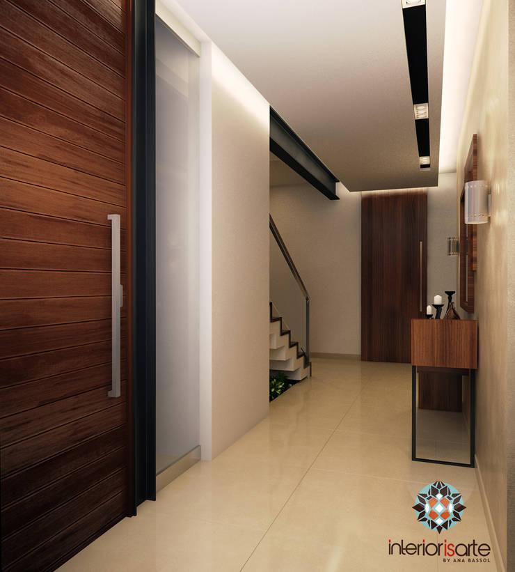 Acceso Principal Pasillos, vestíbulos y escaleras modernos de Interiorisarte Moderno Madera Acabado en madera