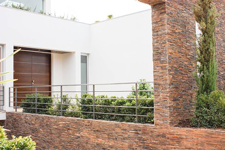 Garden by Matos Architects, Modern Stone