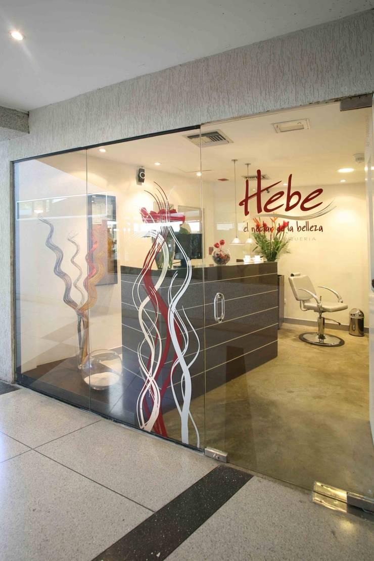 Hebe Alta Peluqueria: Espacios comerciales de estilo  por Objetos DAC