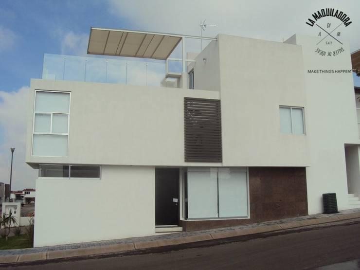 Conjunto Zen House: Casas de estilo  por La Maquiladora / taller de ideas