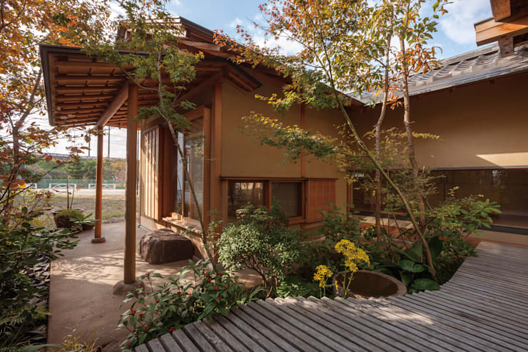 七左の離れ屋: 株式会社 けやき建築設計が手掛けた庭です。,