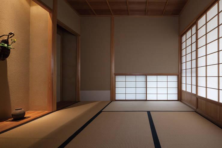 七左の離れ屋: 株式会社 けやき建築設計が手掛けた和室です。