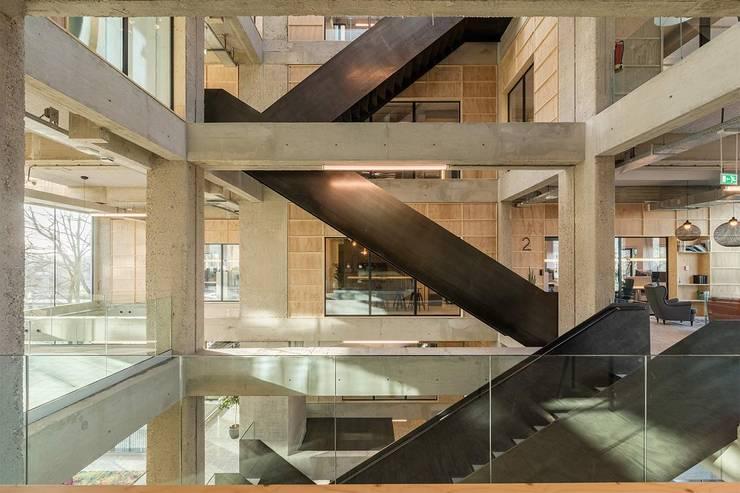 De Alliantie:  Kantoorgebouwen door Proest Interior, Industrieel