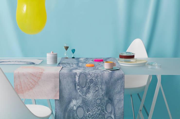 Fungy!:  Woonkamer door Roos Soetekouw Design