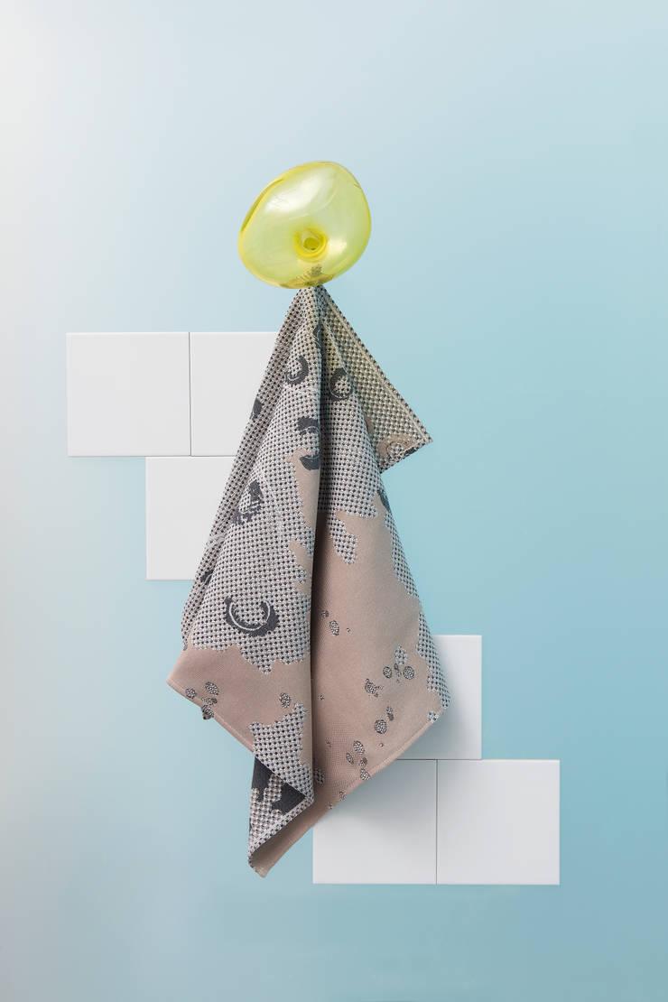 Fungy! Towel N°2 Sand:  Woonkamer door Roos Soetekouw Design