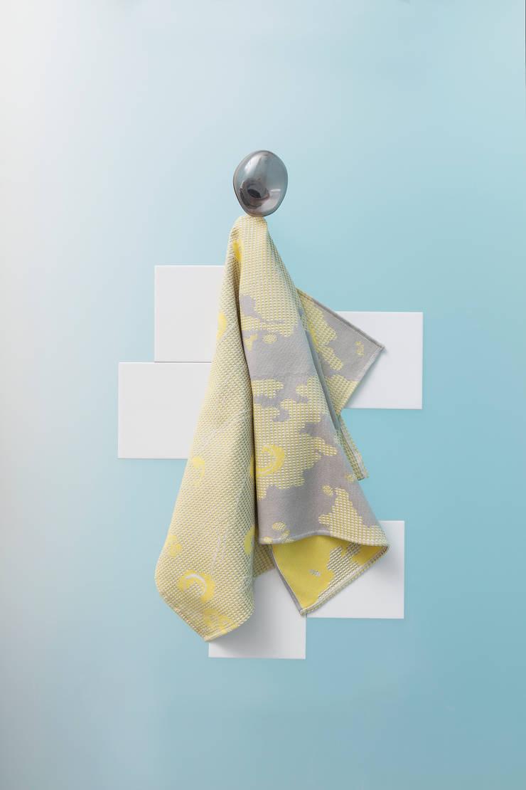 Fungy! Towel N°3 Yellow:  Woonkamer door Roos Soetekouw Design