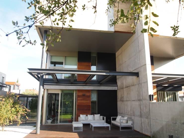 Vivienda unifamiliar en Aravaca: Jardines de estilo moderno de Reformmia