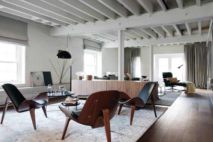 TAPESTRY APARTMENT: Salones de estilo escandinavo de LUV-Architecture & Design
