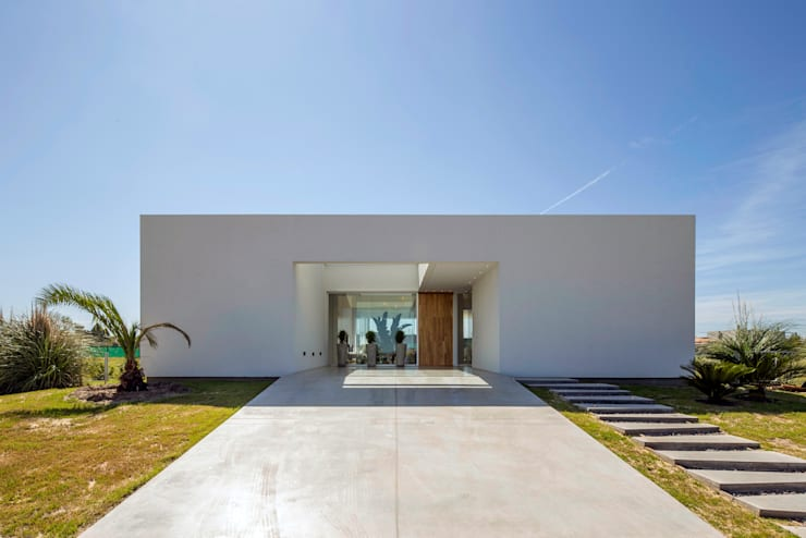minimalistic Houses by VISMARACORSI ARQUITECTOS