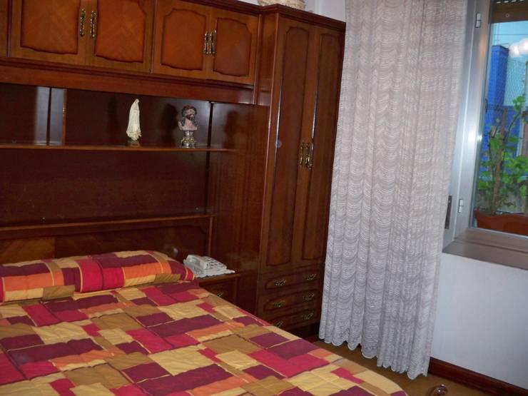 Habitación 1  Bilbao CBG:  de estilo  de AAyBE