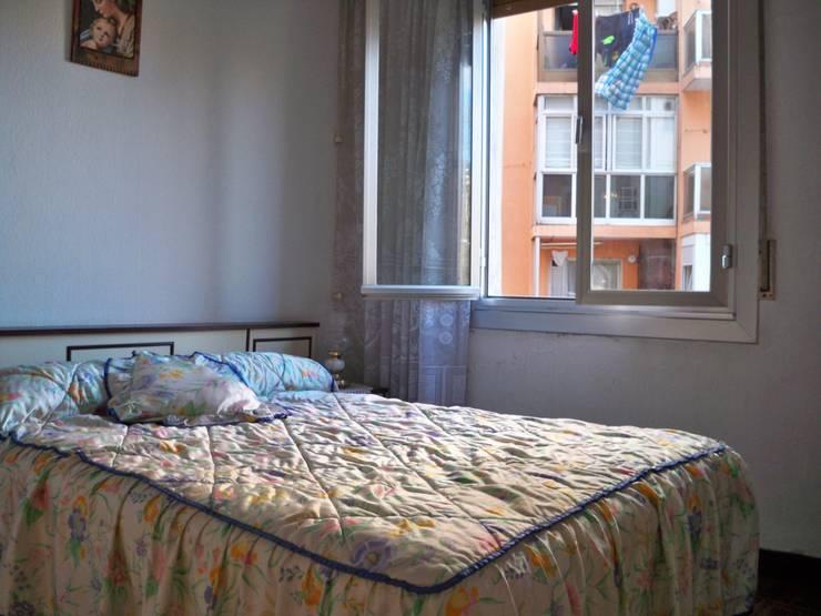 Habitación 2  Bilbao CBG:  de estilo  de AAyBE