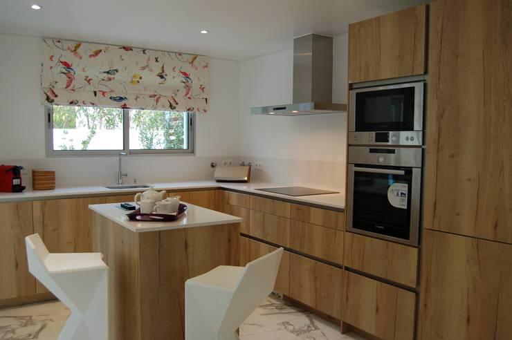 Cozinha - Depois:   por Archiultimate, architecture & interior design