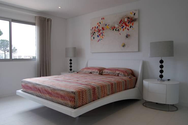 Suite Master - Depois:   por Archiultimate, architecture & interior design