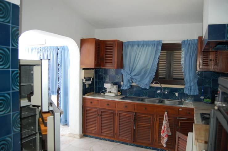 Cozinha - Antes:   por Archiultimate, architecture & interior design