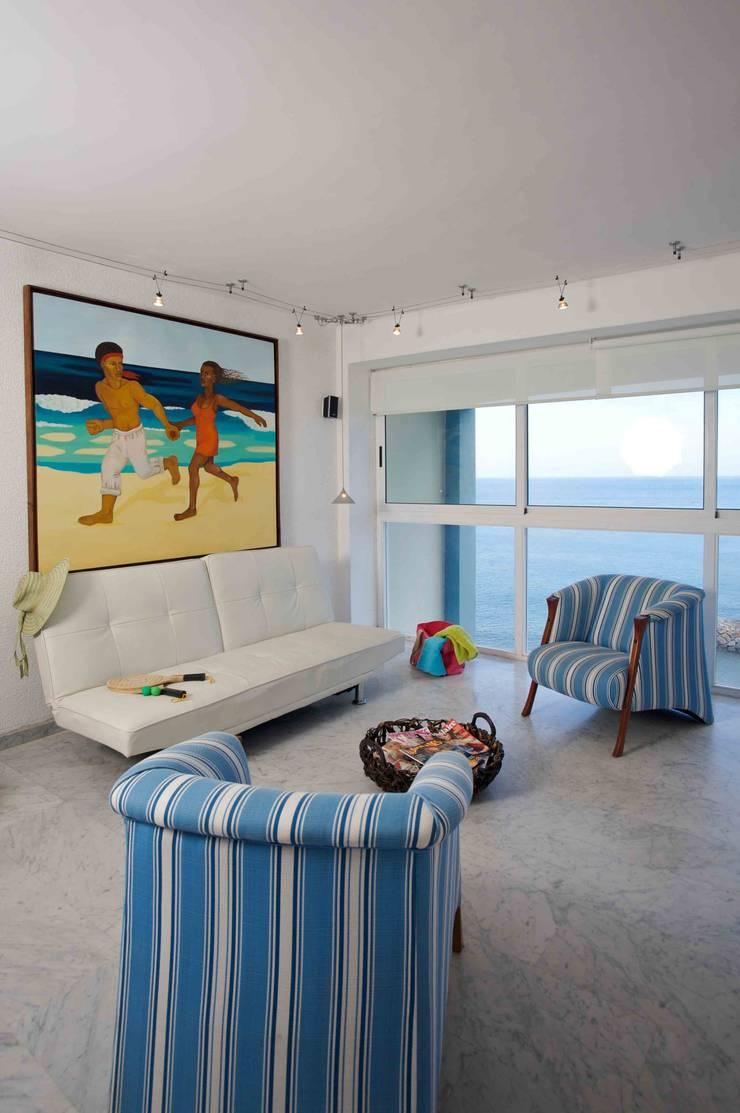 Apartamento 93-A: Salas / recibidores de estilo  por Objetos DAC