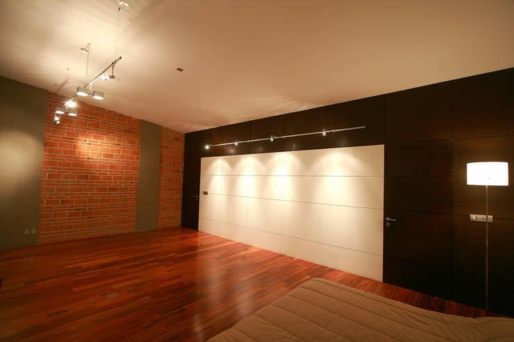 Taracena - RIMA Arquitectura: Pasillos y recibidores de estilo  por RIMA Arquitectura