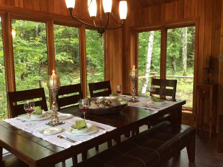 Copier/Coller l'extérieur: Salle à manger de style de style Moderne par IDESIGN Laflamme