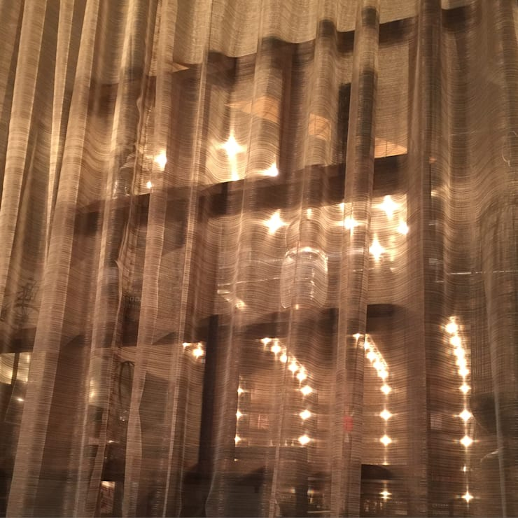 La Ramona: Vestíbulos, pasillos y escaleras de estilo  por Maria Cortinas