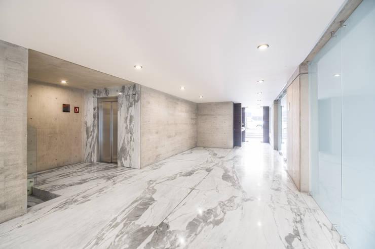 Koridor dan lorong oleh PHia, Modern