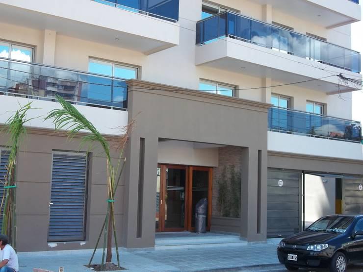 Edificio Junín : Casas de estilo  por Arq.Rubén Orlando Sosa