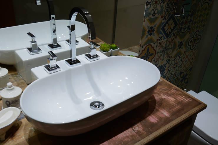 Baños de estilo  por Camila Chalon Arquitetura