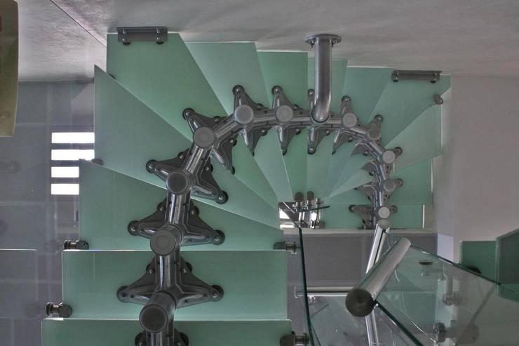 Couloir, entrée, escaliers de style  par Visal Merdiven,