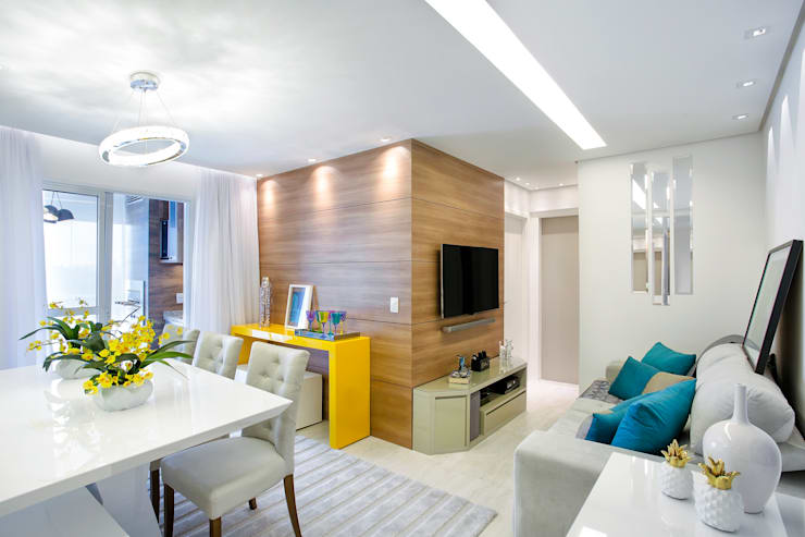 Home Theater: Salas de estar  por Vanda Carobrezzi - Design de Interiores