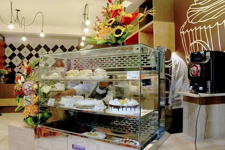 Una pequeña pasteleria con mucha personalidad: Restaurantes de estilo  por A3 Interiors,