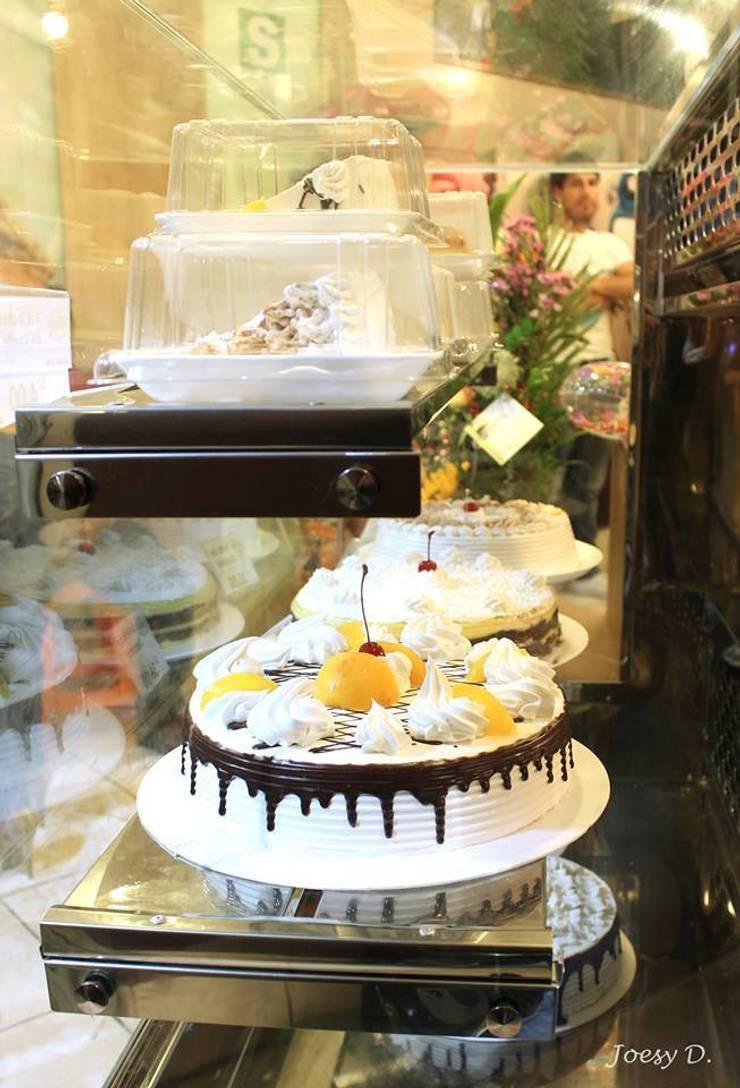 Vitrina de exhibición de tortas y postres: Restaurantes de estilo  por A3 Interiors