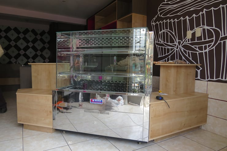 Mostrador y exhibición de tortas: Restaurantes de estilo  por A3 Interiors,