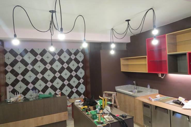 Proceso de instalación : Restaurantes de estilo  por A3 Interiors,